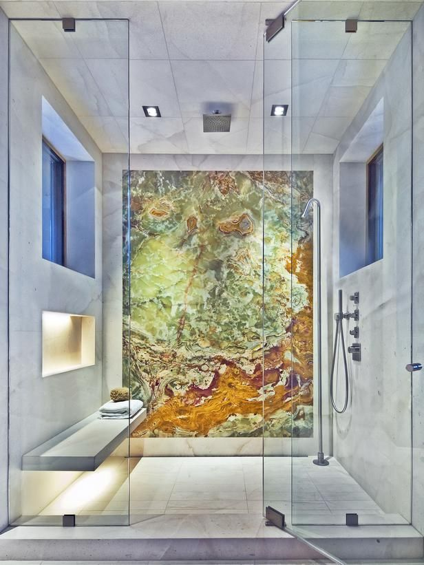 Detalhe de chapa de Onyx Green em parede de chuveiro