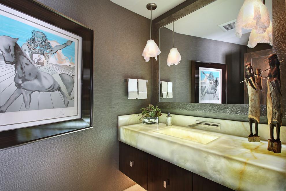 Tampo e pio casa de banho em Onyx Branco